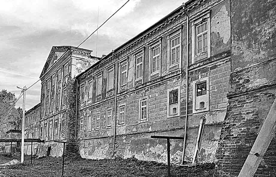 Містичні легенди Янівського палацу