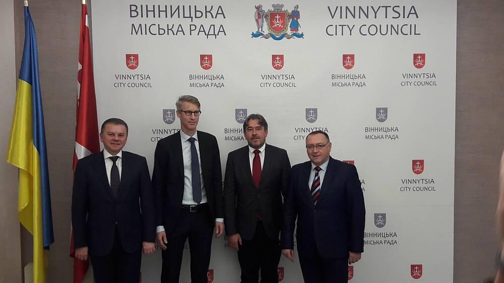 Представник МВФ в Україні у Вінниці зустрівся із мером, головою ОДА і 400 студентами медуніверу! Чому?(відео)