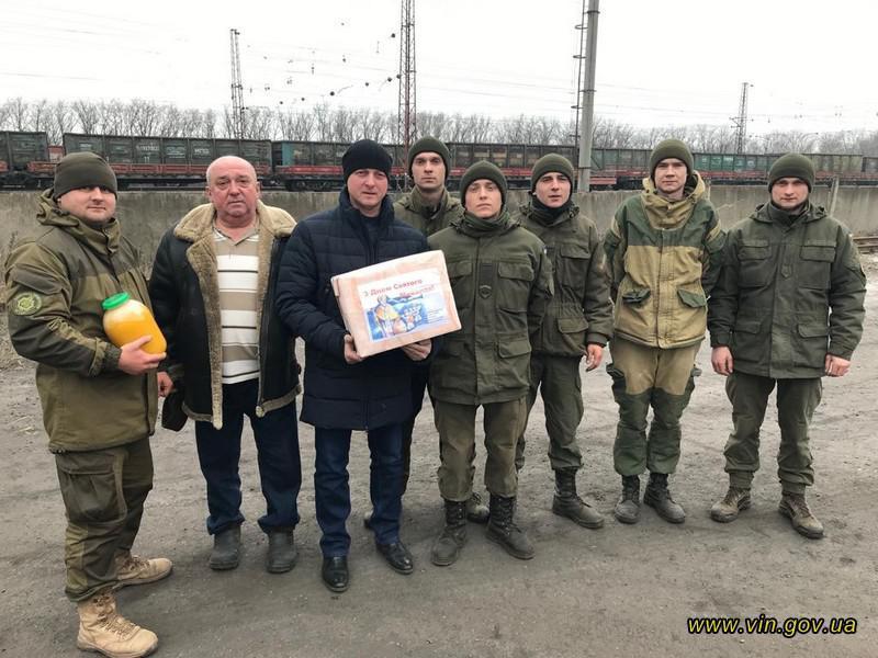 20 тон подарунків і смаколиків на Миколая передали на передову вінничани