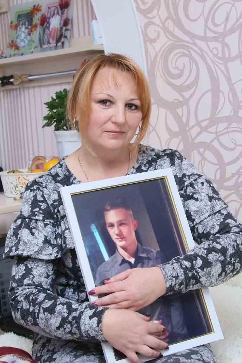 Про сина-героя Дюшеса, останні хвилини його життя та погрози від силовиків розповіла його мама