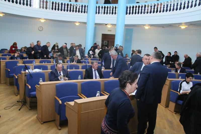 """Депутати проголосували за бюджет і не за були за власні """"шкурні"""" питання"""