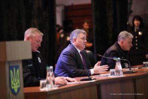 Очільник МВС Арсен Аваков передав вінницьким поліцейським нові машини