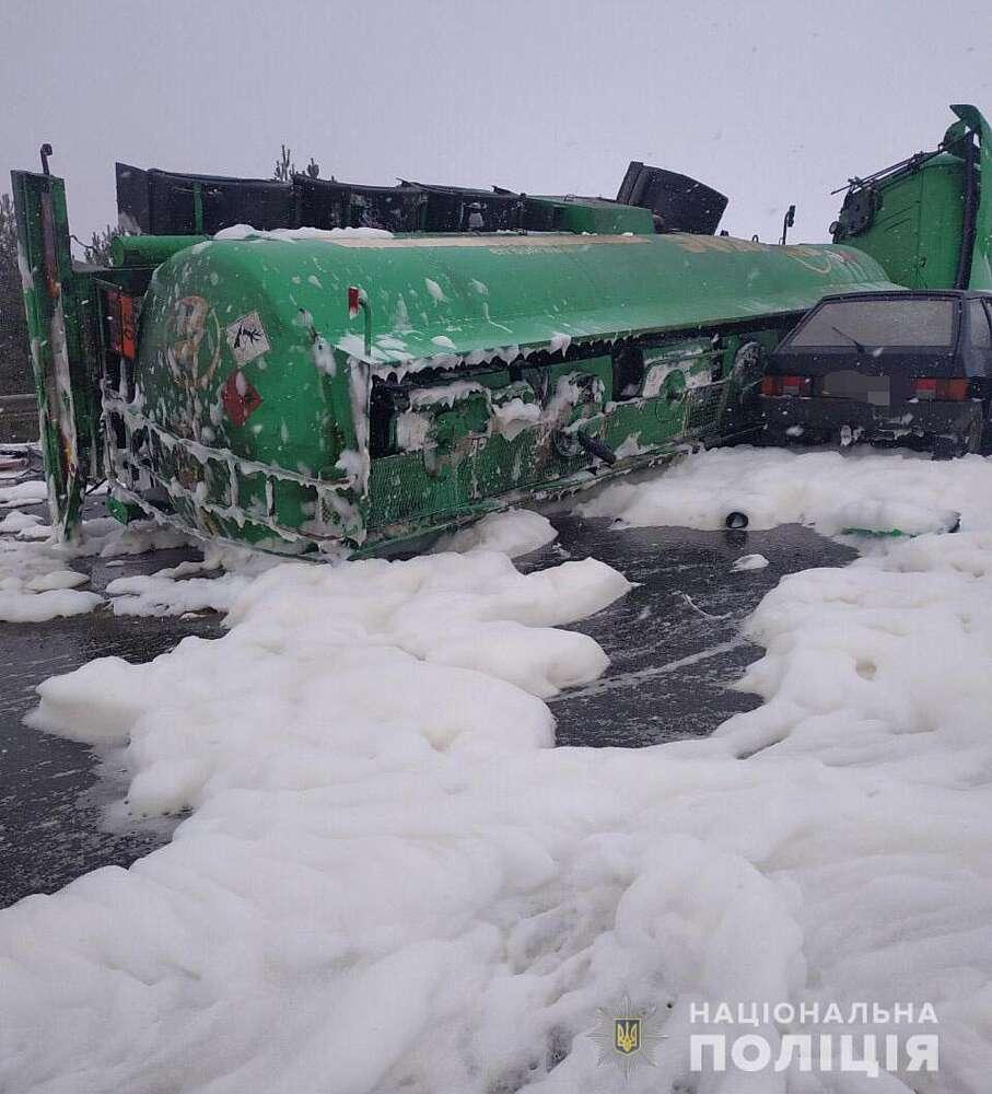 Загиблим в ДТП біля Вороновиці виявився хокеїст. Для водія бензовозу нині шукають донорів