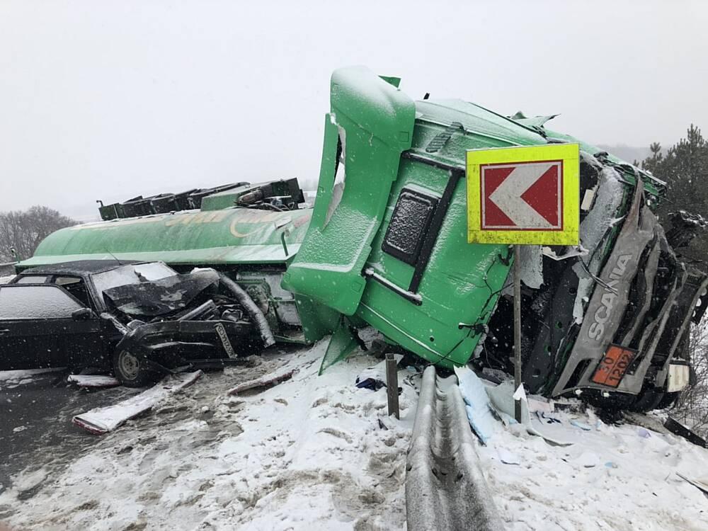Водій бензовозу, який потрапив у ДТП біля Вороновиці, помер