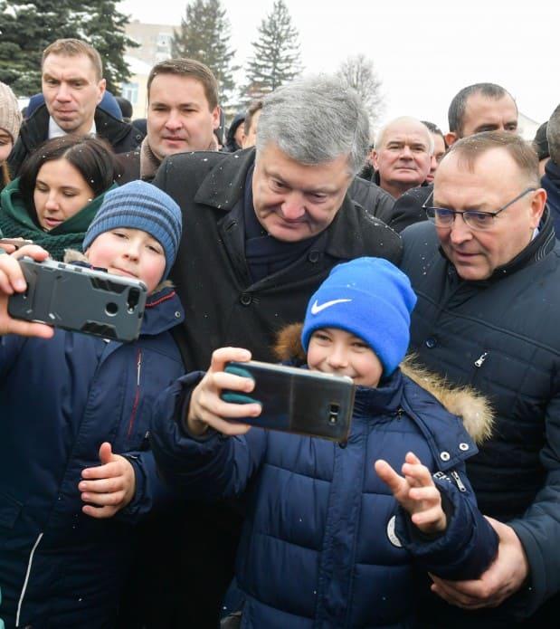 Президент Порошенко пообіцяв підтримати ФК «Нива»