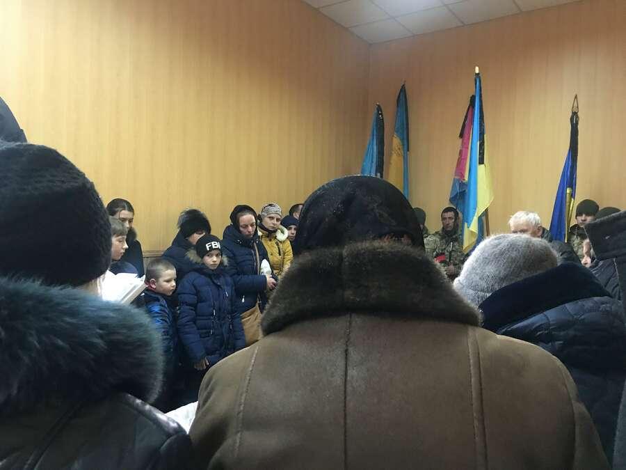 Зараз у Браїлові прощаються із 45-річним Миколою Семенюком, він загинув під час обстрілу на Донеччині (фоторепотаж)
