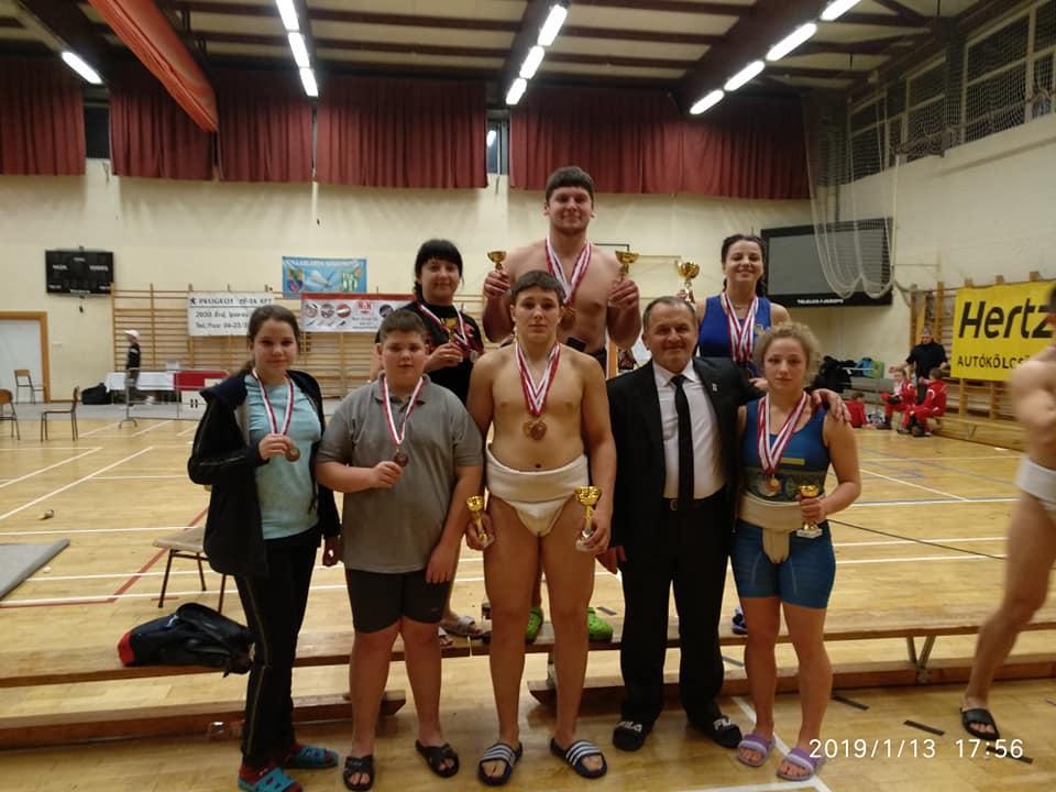 16 медалей в Угорщині завоювали сумоїсти з Вінниці
