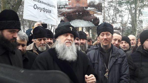 70-річчя Митрополит Іонафан святкував під судом Вінниці… і повторно виказав «недовіру» Порошенку та Коровію (відео)