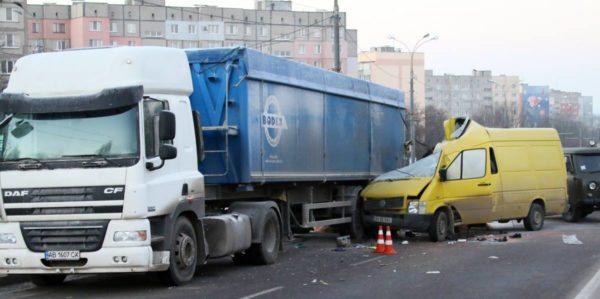 Сьогодні близько четвертої години ранку на Барському шосе сталася страшна аварія