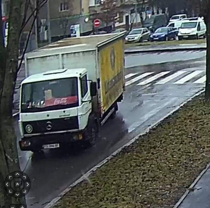У Вінниці знайшли водія-вандала, що вантажівкою катався на газону біля ТЦ «МИР» (відео)