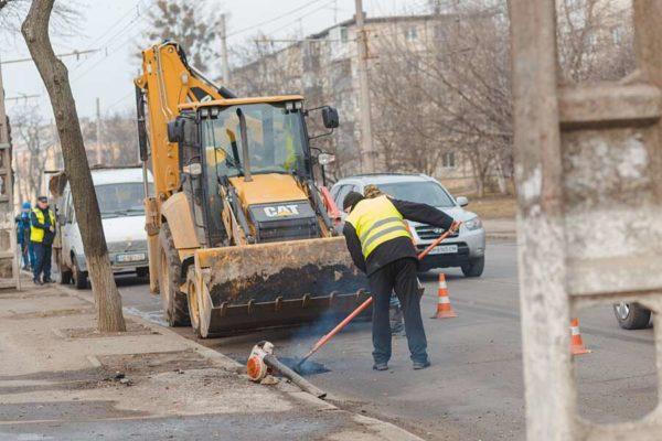 У Вінниці «консервують» 28 вулиць «холодним асфальтом»
