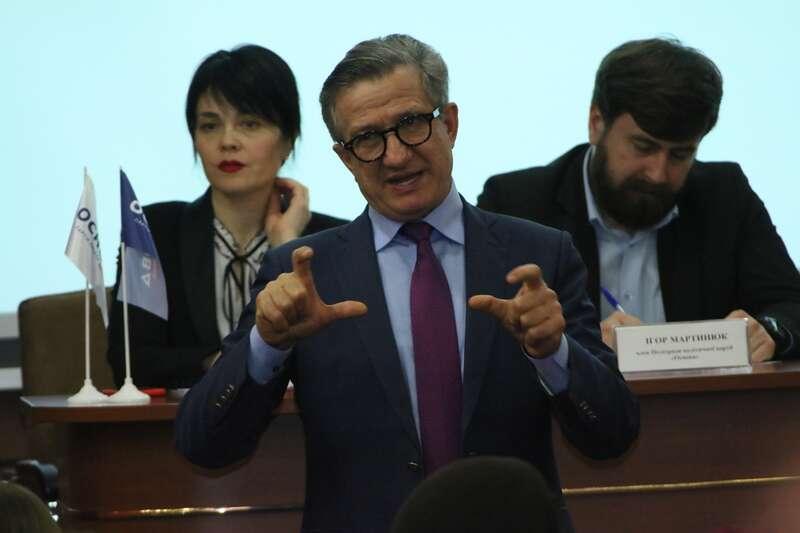 Сергій Тарута у Вінниці про погане виховання Порошенка і підтримку Тимошенко