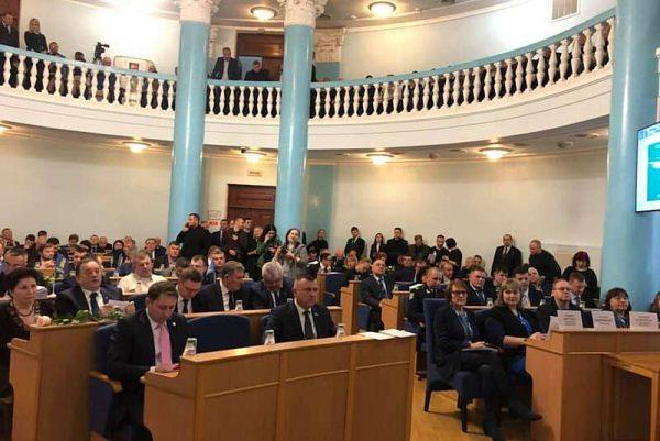 Питання про імпічмент президенту депутати обласної ради не підтримали. Присутність представників ОБСЄ завадила? (відео)