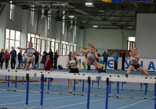 Наші спортсмени змагалисьза медаліз легкоатлетичного двоборства