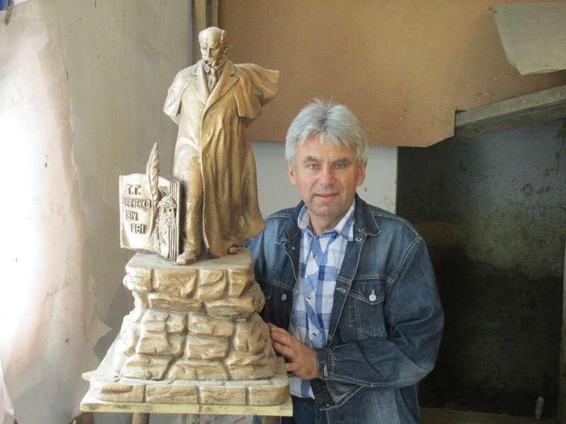Скульптора з Хмільника відзначили за популяризацію Шевченка. Він створив сім пам'ятників Кобзареві