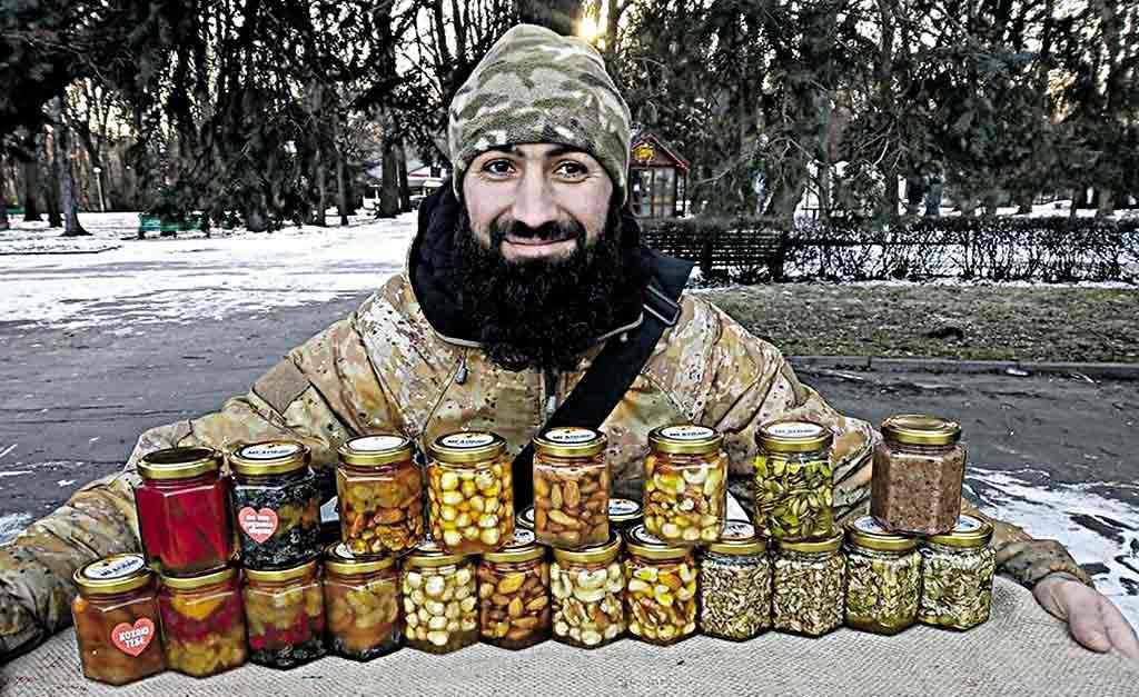 Вінницький боєць Борода заснував власну «медову» справу і мріє відкрити кав'ярню