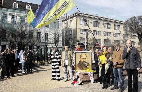 Встановити монументальний пам'ятник Шевченку на Театральній вимагали учасники віча, присвяченого 205-річчю Кобзаря