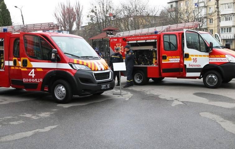 Нові рятувальні Peugeot та Iveco отримали Вінниця та Бершадь