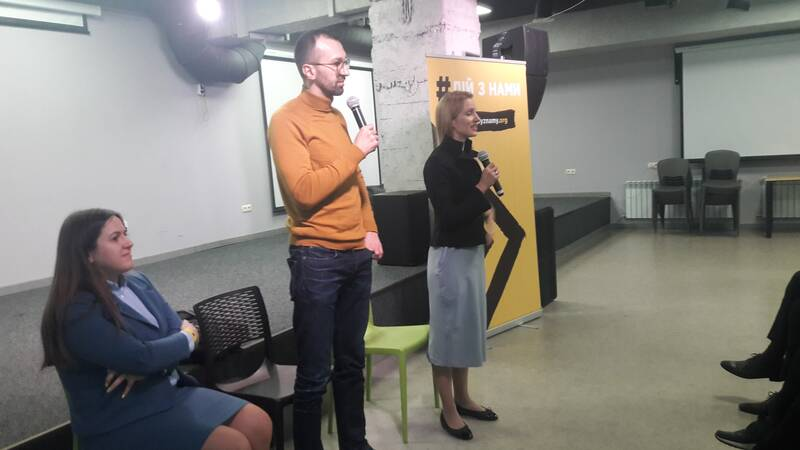 Народних депутатів Лещенко і Заліщук у Вінниці в КВАДРАТІ попросили не агітувати за кандидатів! (відео)