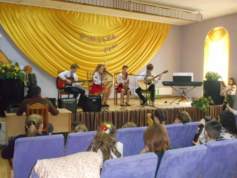 В Оратові провели конкурс бандуристів