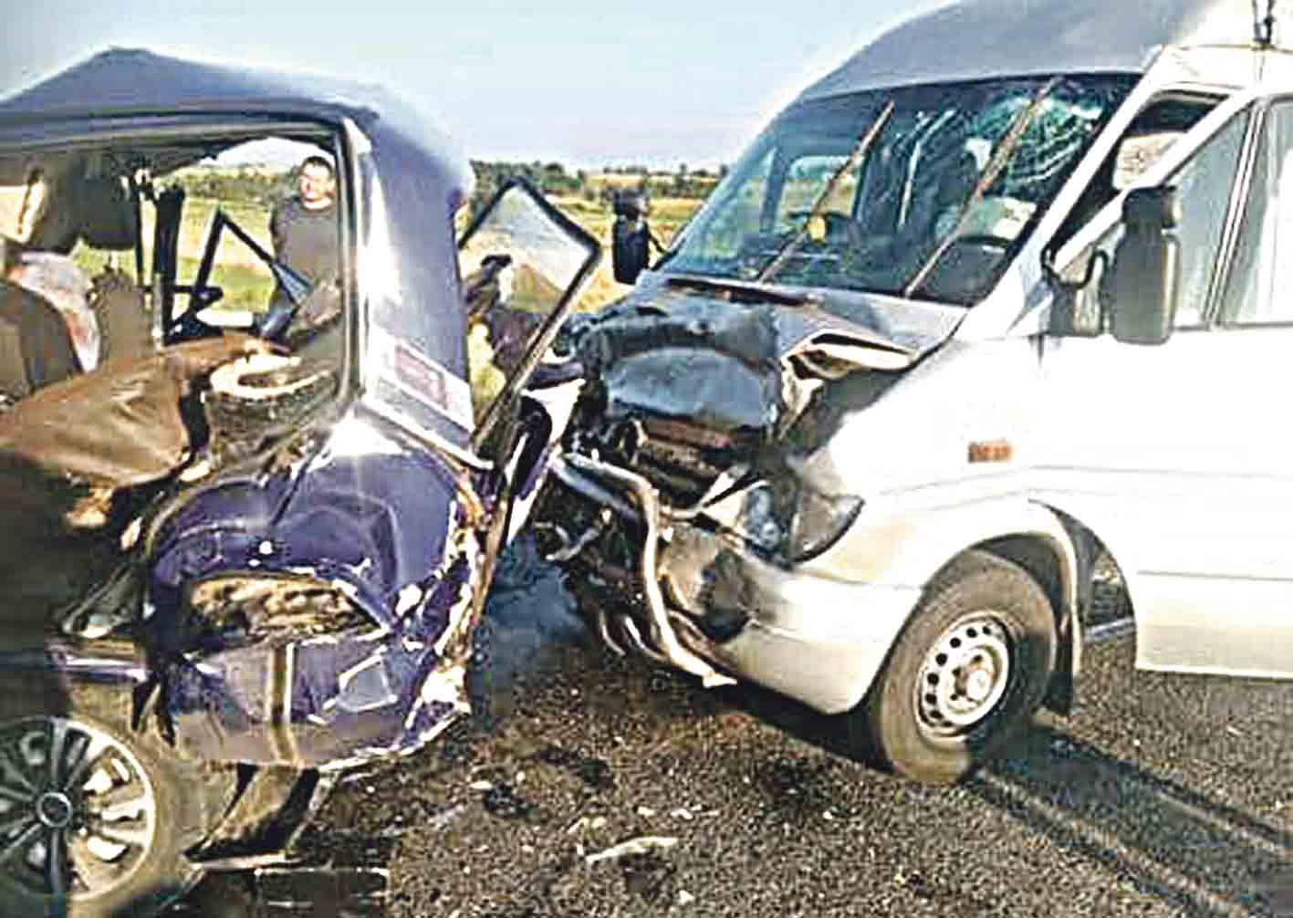 Аварія У Тульчині: вантажівка зіткнулась із мікроавтобусом. Потерпілі досі не розібрались зі слідством.