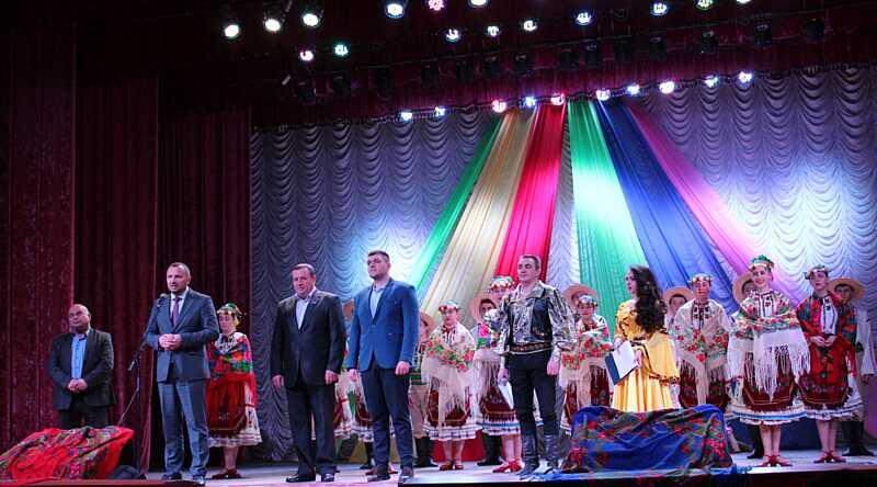 На Вінниччині проживає близько тисячі ромів. Для них влаштували фестиваль пісні та танцю