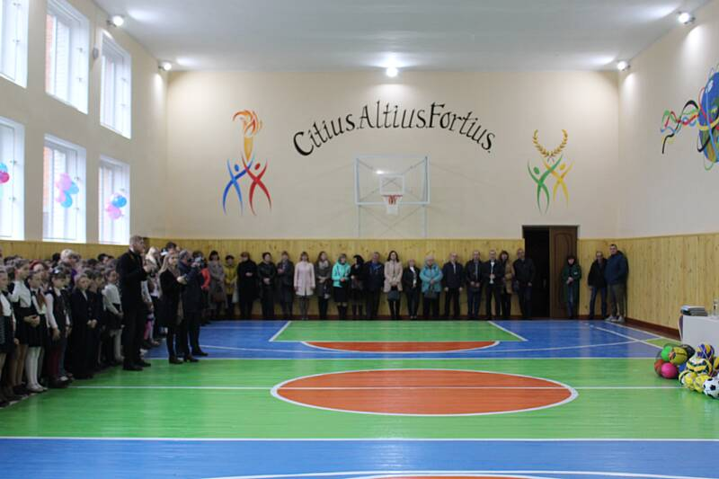 Новий спортзал для учнів відкрили у Калинівському районі