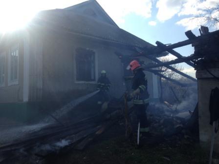 У Мурованокуриловецькому районі згорів гараж