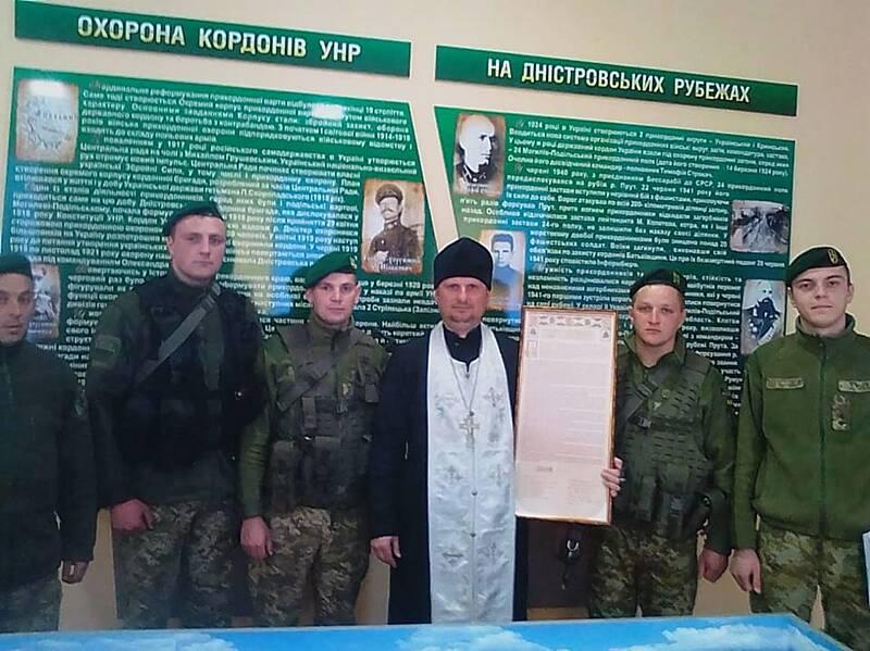Могилів-Подільські прикордонники побачили копію Томосу