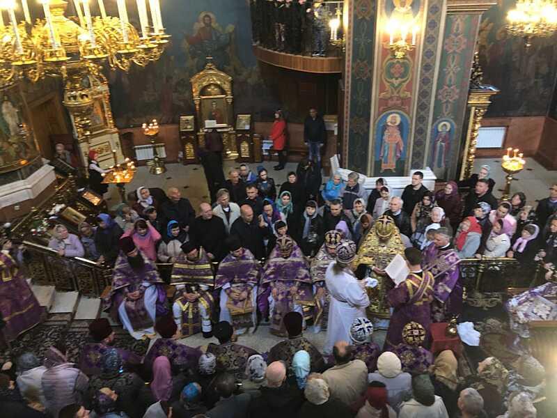 Митрополит Симеон Помив ноги своїм священикам в чистий четвер