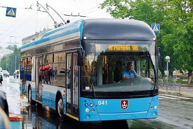 """Перший тролейбус """"Зроблено у Вінниці"""" вийшов на маршрут 17 травня…"""
