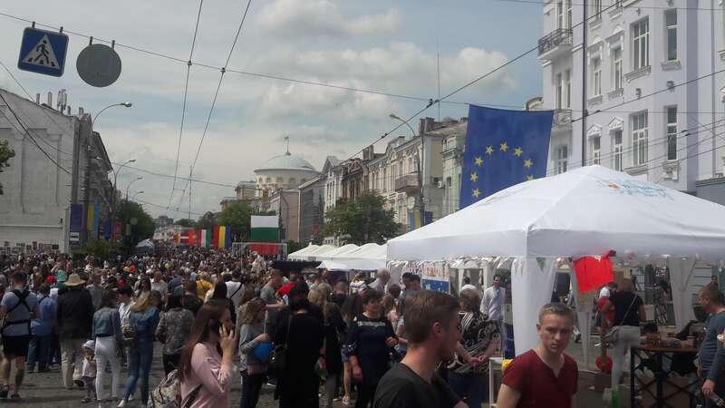 День Європи у Вінниці – із Гройсманом без Порошенка і під зливою, яку мали молитвою зупинити святі отці…(відео)