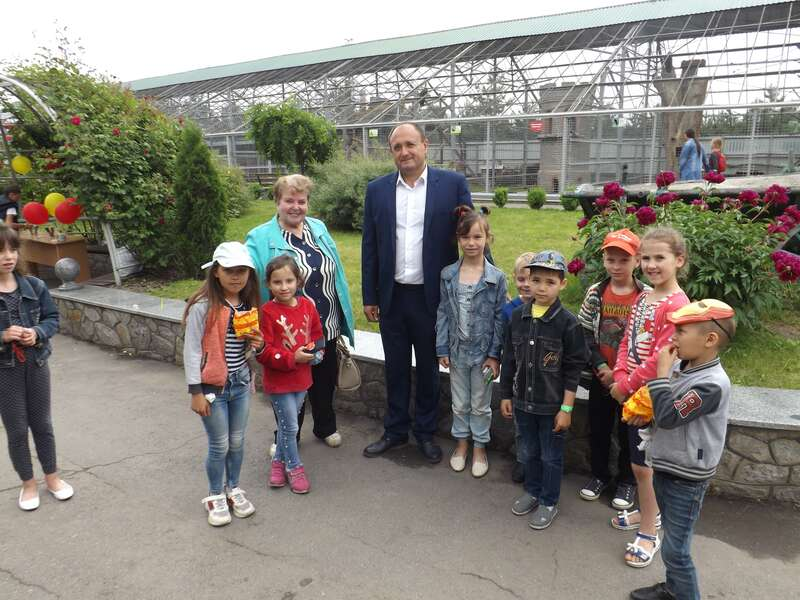 """У """"Подільському зоопарку"""" – велике свято до Дня захисту дітей"""