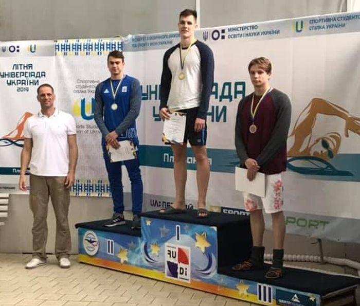 Олексій Хникін став чемпіоном XIV літньої універсіади України з плавання і увійшов до складу студентської збірної України