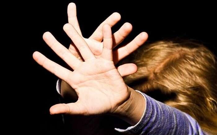 Мати заявила, що співмешканець зґвалтував першокласницю