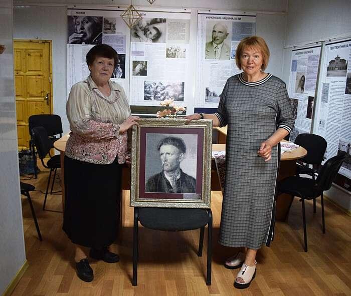 Вишитий портрет Устима Кармалюка отримав музей у Літині