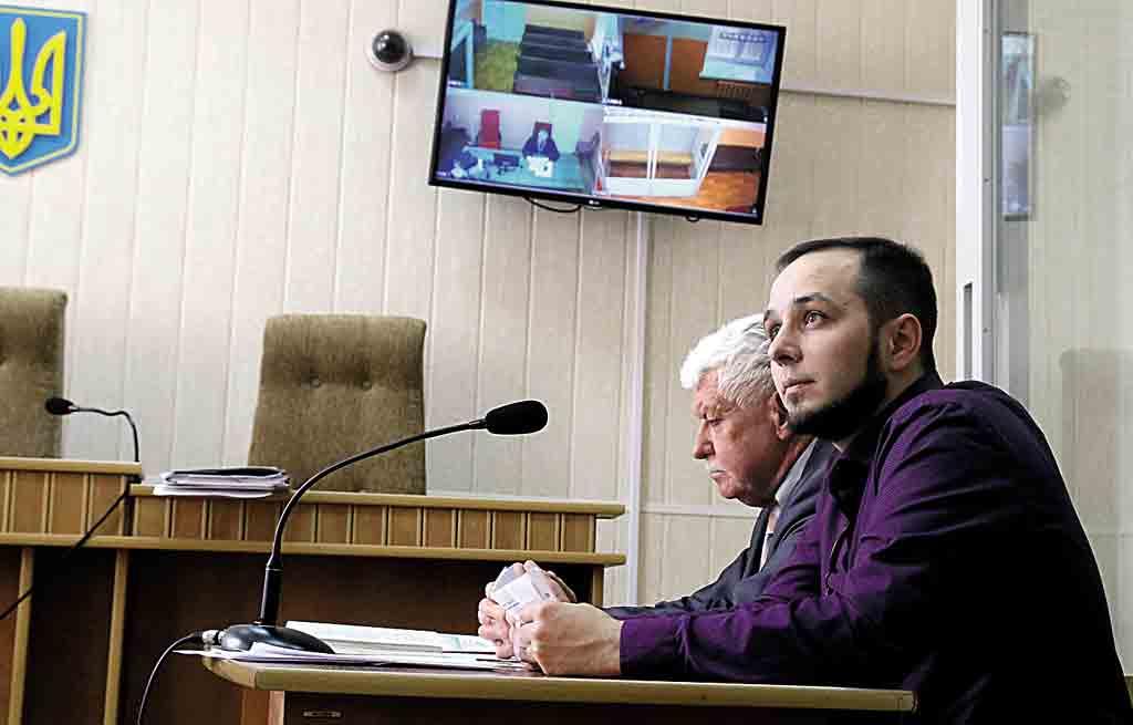 Вінницький активіст Юрій Хорт, який був фігурантом справи щодо розірваного портрета Порошенка, знову у пошуках правосуддя (відео)