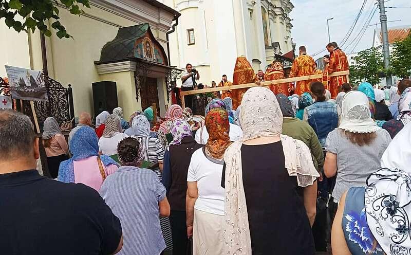 Священики московського патріархату в черговий раз прийшли під собор