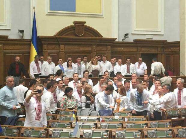 Чим більше «патріотичний» депутат, тим дальше від України його гроші, діти та нерухомість