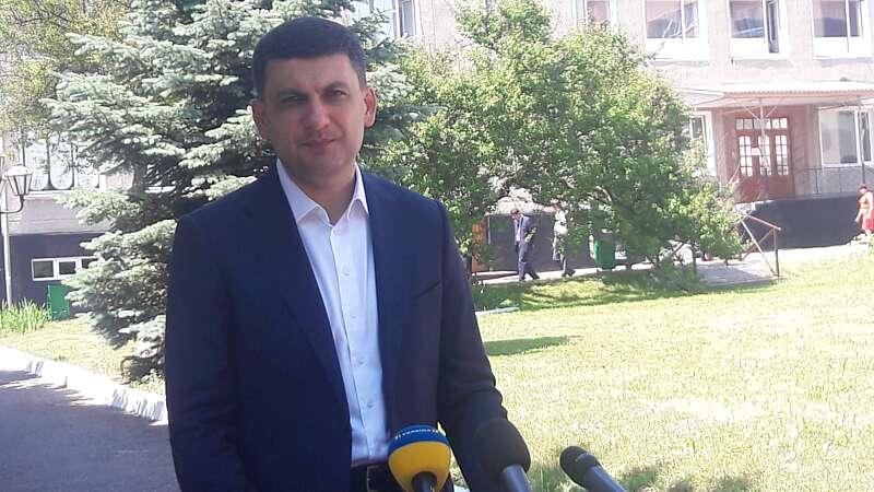 Прем'єр в Немирові прокоментував ситуацію із пестицидами в річці Рось (відео)