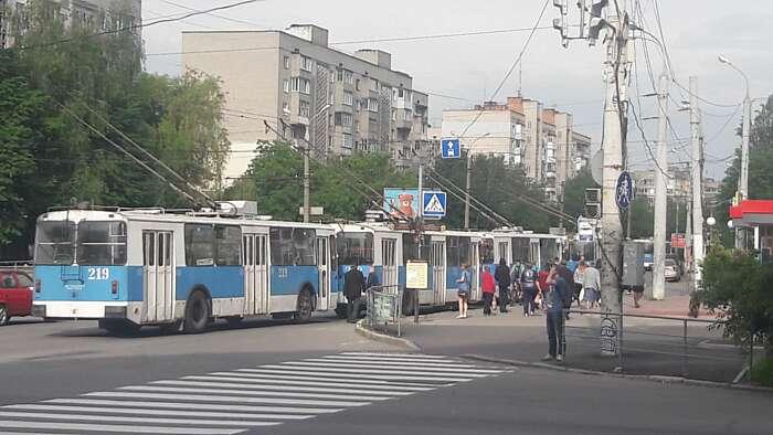 О 8.32 на Келецькій відновили рух тролейбусів у Вінниці. Стояли більше години (відео)