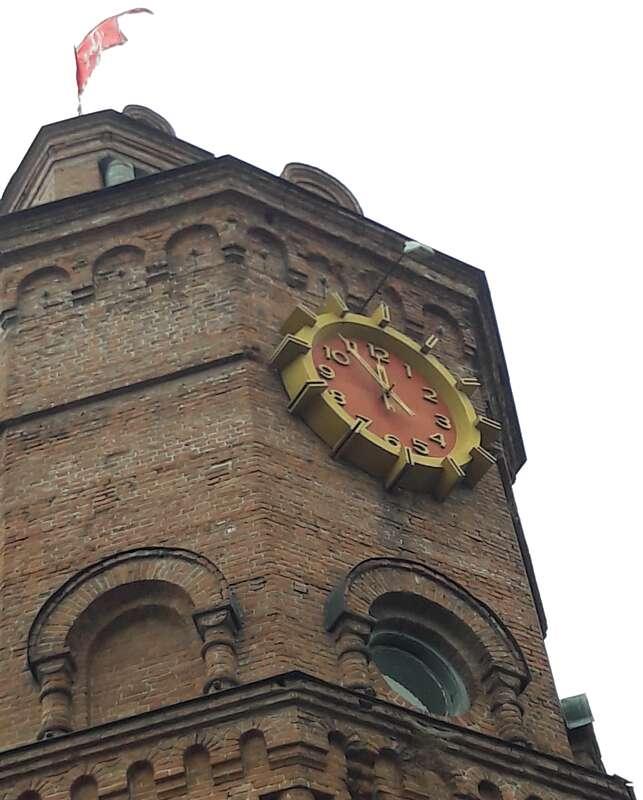 В символ Вінниці – Вежу влучила блискавка і спалила годинник (відео)