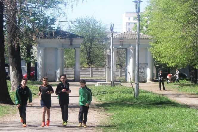 Вінничани вимагають поліцейський патруль та ліхтарі біля парку «Хімік»
