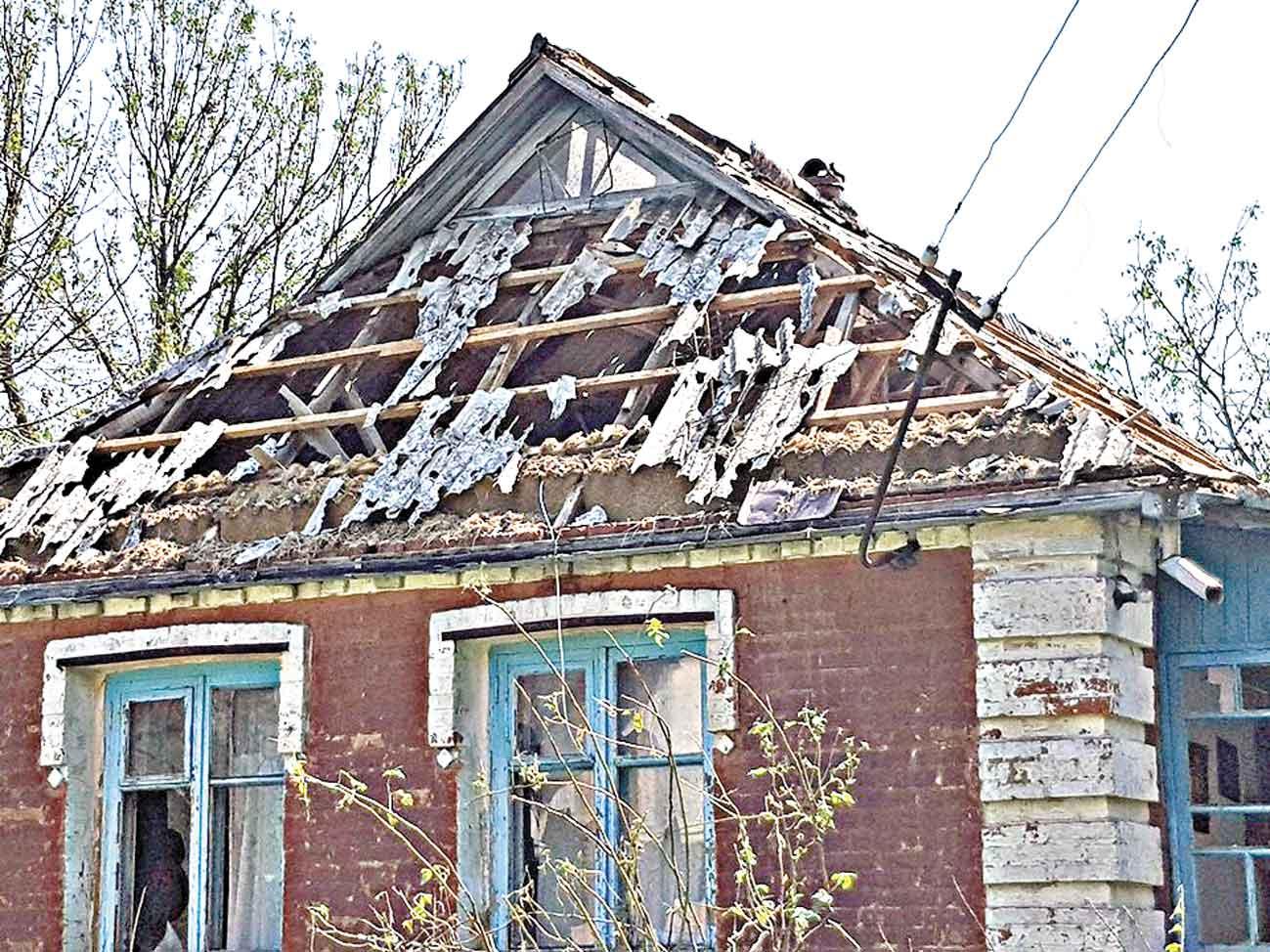 Торнадо, смерч та град позривали у селах дахи, понищили урожай, потовкли автівки і залишили без світла тисячі вінничан