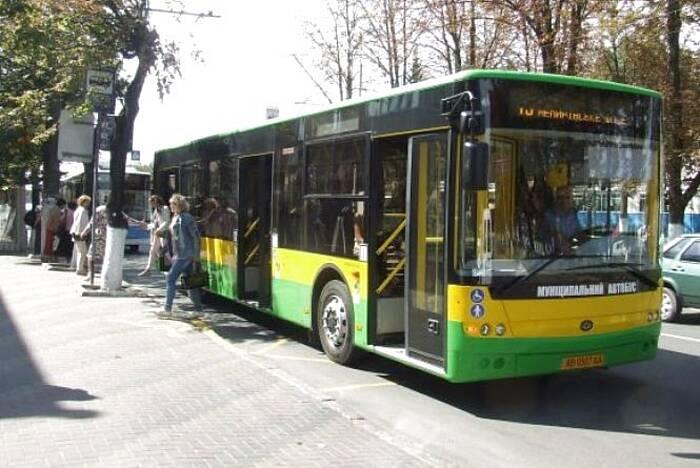 Збільшити кількість муніципальних автобусів вимагають вінничани