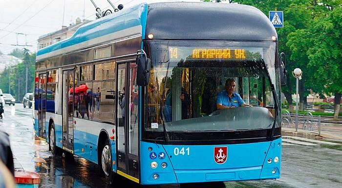 За назву для нового тролейбуса VinLine. Світлана Буравська отримає проїзний від ВТК на 3 роки