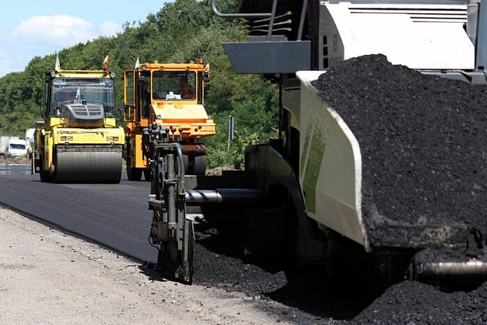 В Райгороді на Немирівщині ремонтують 5 км траси (відео)