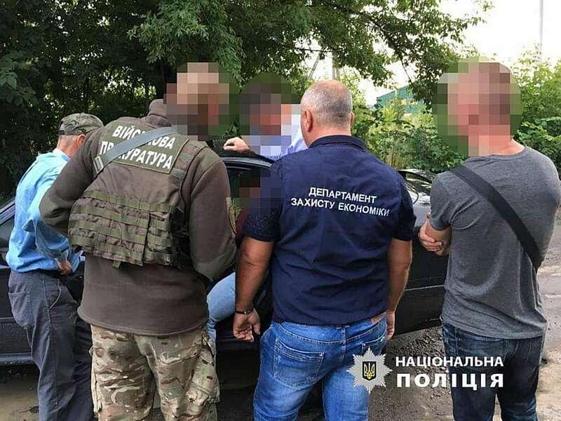 15 обшуків у митників по Вінниці… Викрито схему «поборів» і вилучені пачки грошей