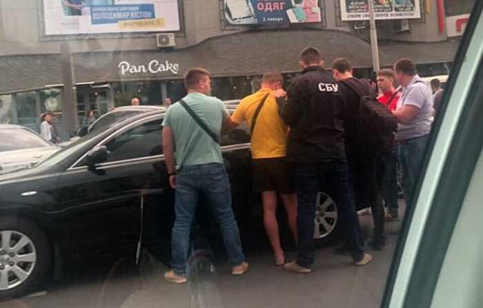 В центрі Вінниці СБУ на 206 тис. грн. затримано поліцейського-хабарника (ОНОВЛЕНО) (відео)