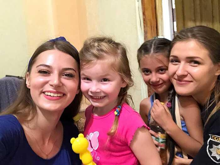 """Рубрика: Дій активно! Живи позитивно! Як вінничани стали """"Вартовими добра"""" і готують сюрприз для Нелі, яка виховує 6 молодших братиків та сестер"""